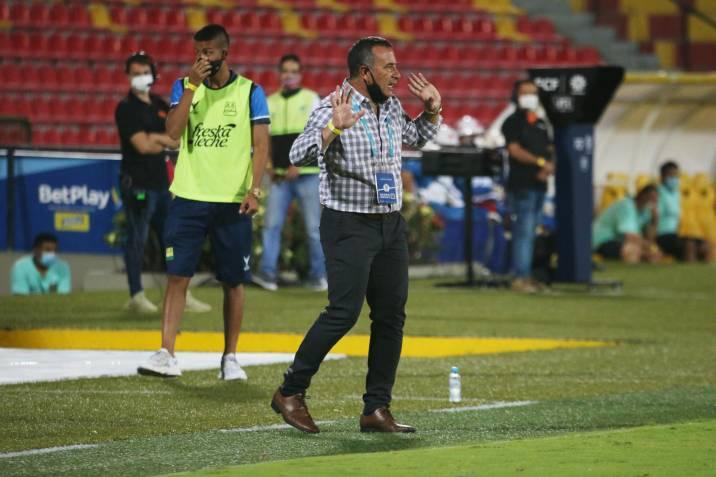 """""""El problema del equipo fue perder la pelota muy rápido"""": Guillermo Sanguinetti, DT del Bucaramanga"""